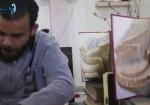 """شابٌ غزّي يكسر حاجز البطالة بفن """"الأوريغامي"""""""