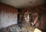 """فنان فلسطيني يفتتح معرض """"الحالمون بين الركام"""""""