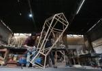 صنع فوانيس الخشب في غزة