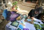 لين تبدع في تحويل ورق العنب إلى لوحات فنية