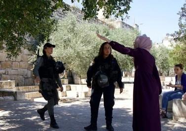 اعتداءات الاحتلال على المصلين في المسجد الأقصى