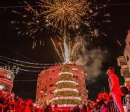شجرة الميلاد تضيء في رام الله