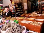 """فلسطينيون مستعدون لـ""""كورونا"""".. بالكركم والينسون"""