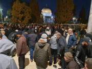 """بعد 70 يوما على اغلاقه: الآلاف يؤدون صلاة الفجر في """"الأقصى"""""""