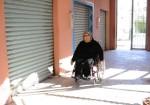 ذوات إعاقة.. ابتزازٌ ماليٌ في سيارات أُجرة