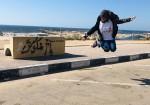 مرح حسونة: فتاة تلعب السكوتر  في شوارع غزة