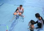 """أطفال """"التوحد"""" يكتشفون في الماء """"الفرح""""!"""