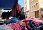 """""""شوق"""" تبيع """"الإنسانية"""" على بسطة بدير البلح"""