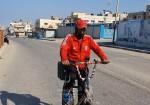 أحمد أبو شريف.. حكاية عشق مع دراجة هوائية