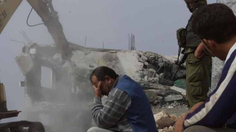 صورة أرشيفية لهدم قوات الاحتلال منزل أحد المواطنين