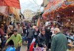 """فلسطينيون من القطاع: """"زينة رمضان ملاذنا المبهج"""""""