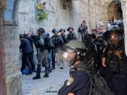 10 إصابات جراء اعتداء الاحتلال على المصلين في المسجد الأقصى