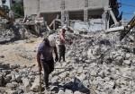 """ركام المنازل المدمّرة.. سمٌ يهدّد طلّاب """"العَيش"""" بغزة"""