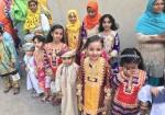 العيد في ثلاث قارات بهجة بمذاق مختلف