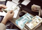 """الدولار والدينار في غزة.. أوراق بالية و""""فكّة"""" بخسارة"""