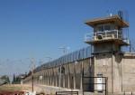 """الاحتلال يحول السجون لزنازين ويمنع """"الكانتينا"""" والزيارات والأسرى يهددون بالتصعيد"""