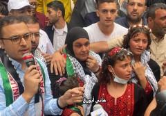 الأسيرة نسرين أبو كميل تعانق حريتها في غزة