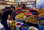 إقبال ضعيف على شراء مستلزمات رمضان في قطاع غزة