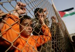 """حصار قطاع غزّة.. لا دواء ولا حتى """"بامبرز"""" للأطفال"""