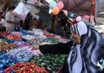 """""""إسرائيل"""" تمنع الشوكولاته.. غزّيون يعلّقون: """"تمرمرنا"""""""