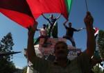 شباب غزة عين على العمل وآخرى على المعبر