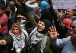 """""""تأخر الرواتب"""" صخرةٌ على ظُهور نساء غزة!"""