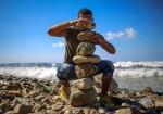 على خطى العالمية شاب من غزة  يتحدى الجاذبيّة